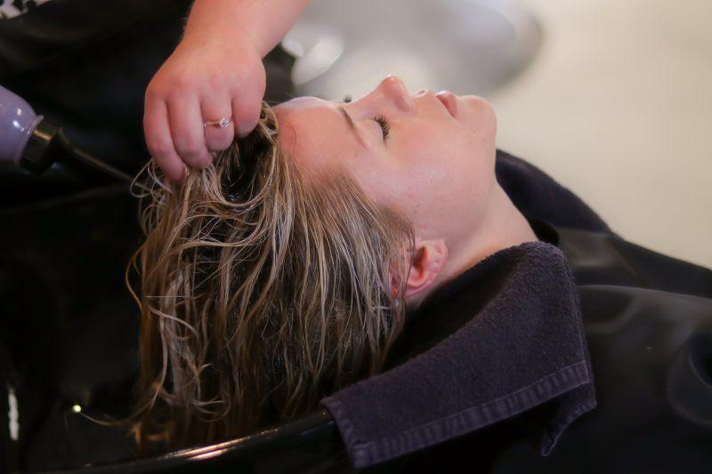szampon przeciw wypadaniu włosów opinie